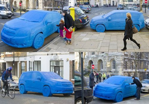 街中に突如現れたねんどの車、GM...